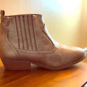 Gorgeous, rare GOLD ankle cut boots!